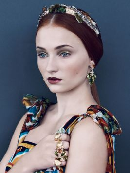 Sophie Turner on Vogue, Decembre 2013