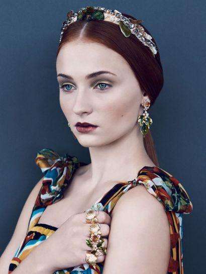 Sophie Turner on Vogue, Decembre 2013
